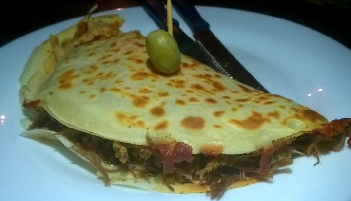 Crepe sertanejo: carne de sol, queijo de coalho, mussarela, azeite e orégano