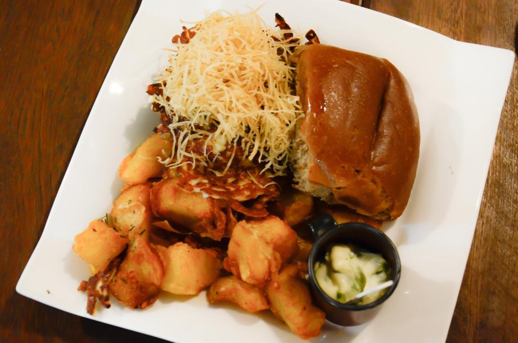 Rapaburguer: sanduíche feito com pão de rapadura. (Foto: Fábio Cortez)