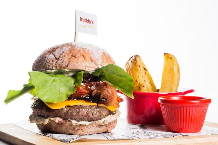 Freddy's estreia novas opções de burgerscontemporâneos