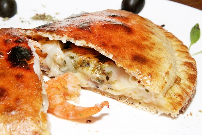 pizza-da-vila-2-calzone-catupiro