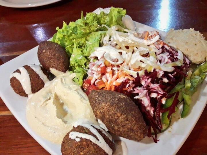 Conheça a gastronomia libanesa no restauranteRachid's