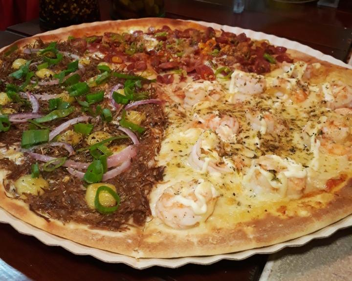 Fatia's oferece pizzas saborosas e bem recheadas em PontaNegra
