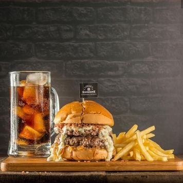 Combo do Tchellus Burger.