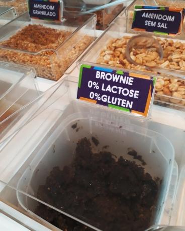 Opções de toppings sem lactose e sem glúten na Maria Pitanga.