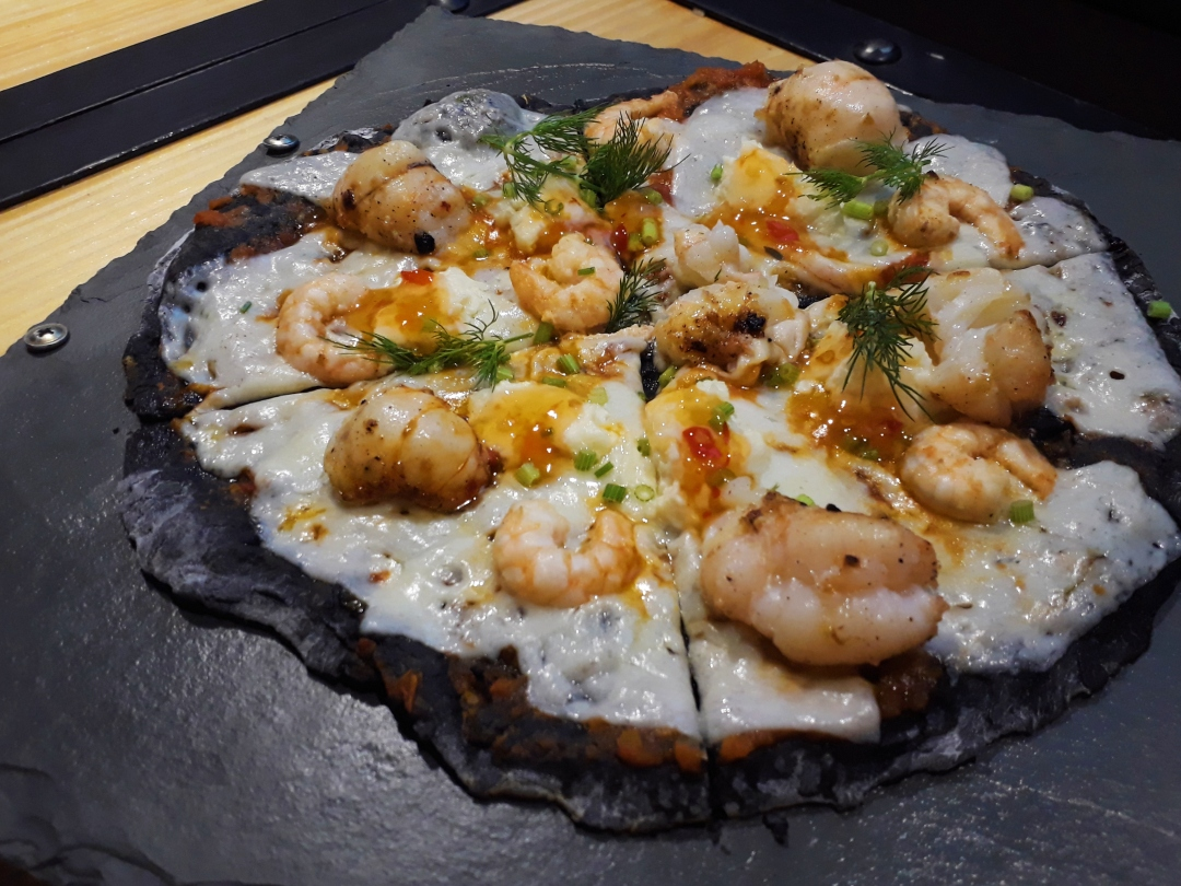 Lobster and shrimp pizza - Conpastello