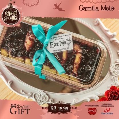 Sweet Gift: Bolo de bem casado com creme de ninho e calda de frutas vermelhas